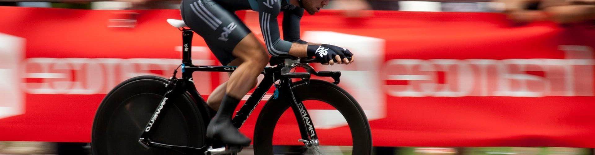 Die Initiativbewerbung - Mann auf dem Fahrrad als Gewinner des Rennens