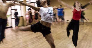 Hobby, Sport, Ehrenamt im Lebenslauf: Tänzerin