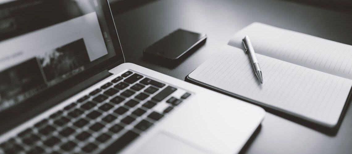 Lebenslauf am Laptop schreiben