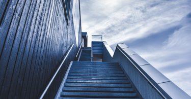 Chancen erhöhen bei Online-Bewerbungen: Treppe