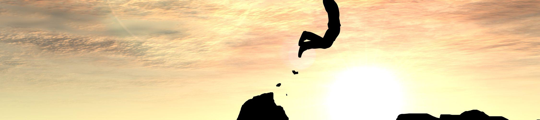 Lcken in der Bewerbung darstellen: Mann springt über Klippe