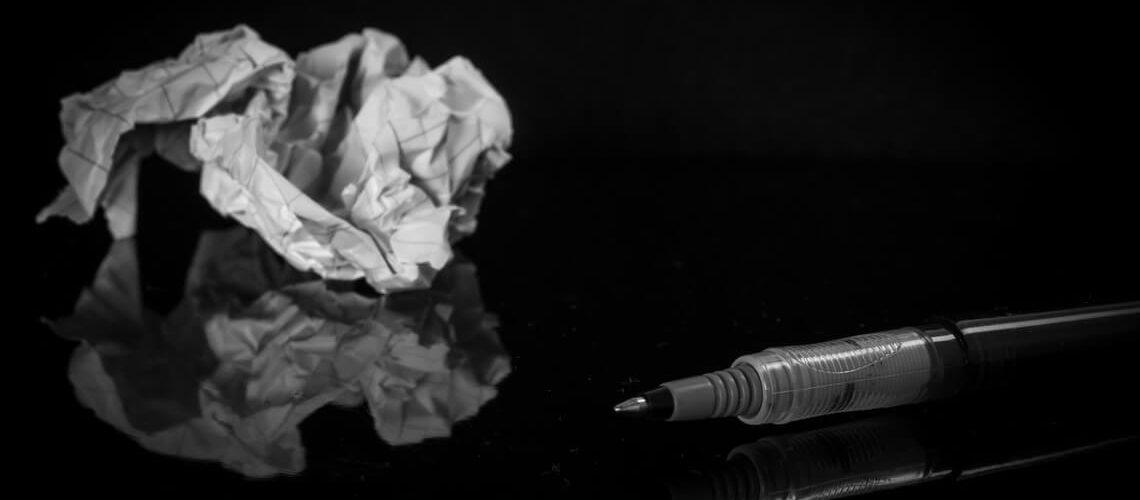 Löschen der E-Mail-Bewerbung verhindern: Papier und Stift