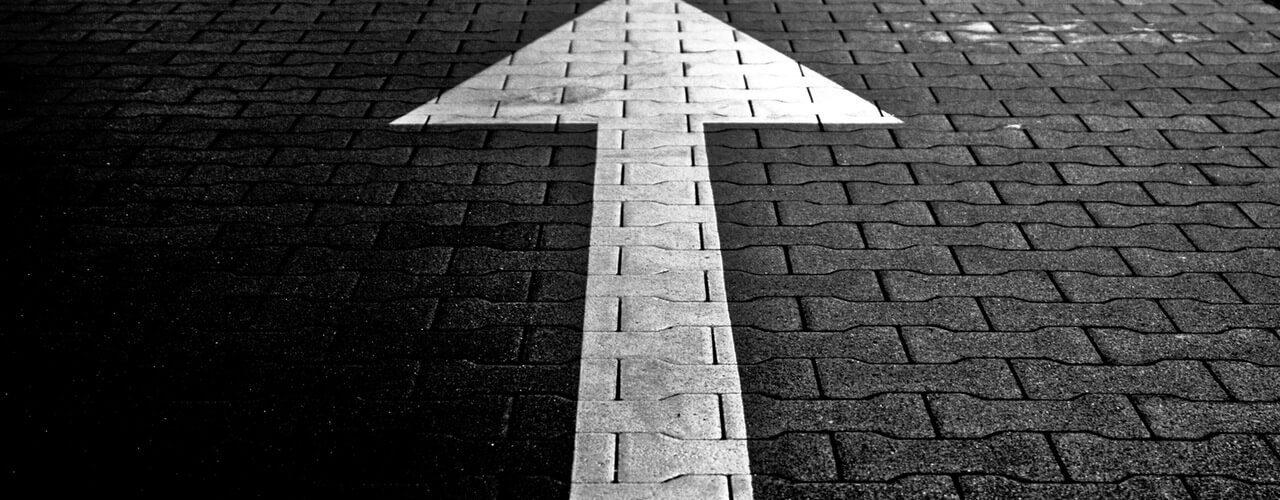 Einstieg ins Anschreiben Variante 2 - Zur Sache kommen - Pfeil auf der Straße