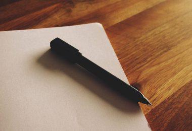 Gründe für einen Jobwechsel: Notizblock mit Stift