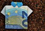 Finanzierungsmöglichkeiten für die berufliche Weiterbildung - 20 Euro-Schein gefaltet als Hemd