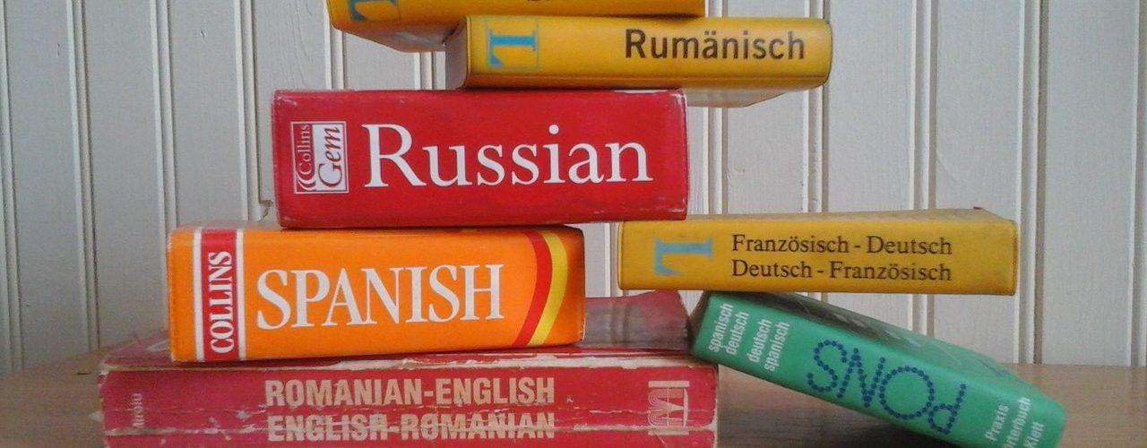 sprachkenntnisse im lebenslauf mehrere wrterbcher bereinander gestapelt - Fremdsprachen Lebenslauf