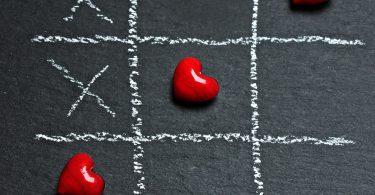 TikTakToe mit Herzen und Kreuzen